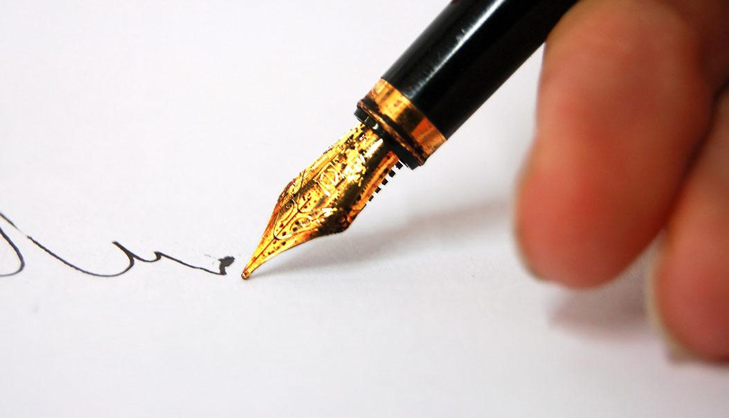 1334926883_a-thoughtfull-pen-writing-3647581-2560-1702